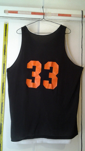 polera deportiva con motivo de basketball (n° interno 36)