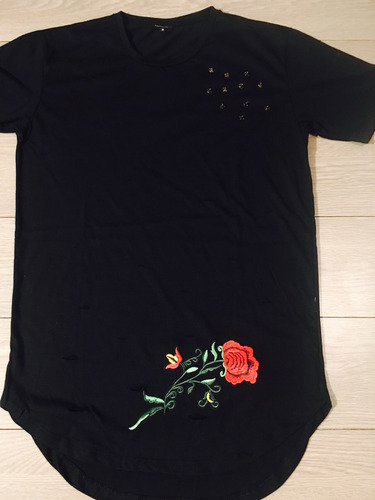 polera larga negra con diseño exclusivece 1983