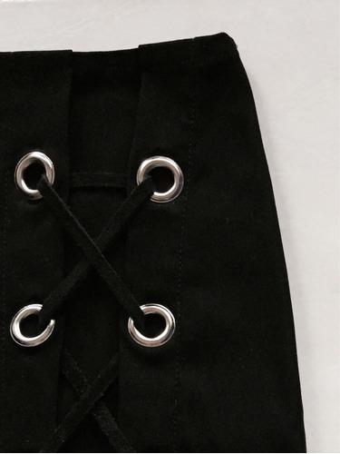 pollera negra elastizada con ojalillos, mandra