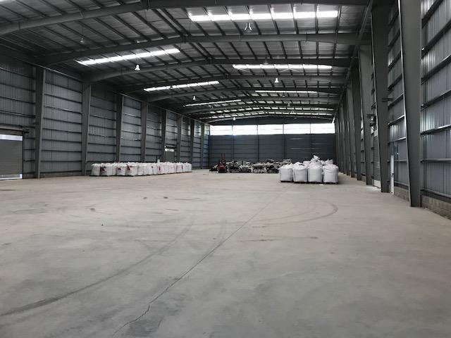 polo industrial ezeiza - predio 4 naves de 2.800 m2 cada una