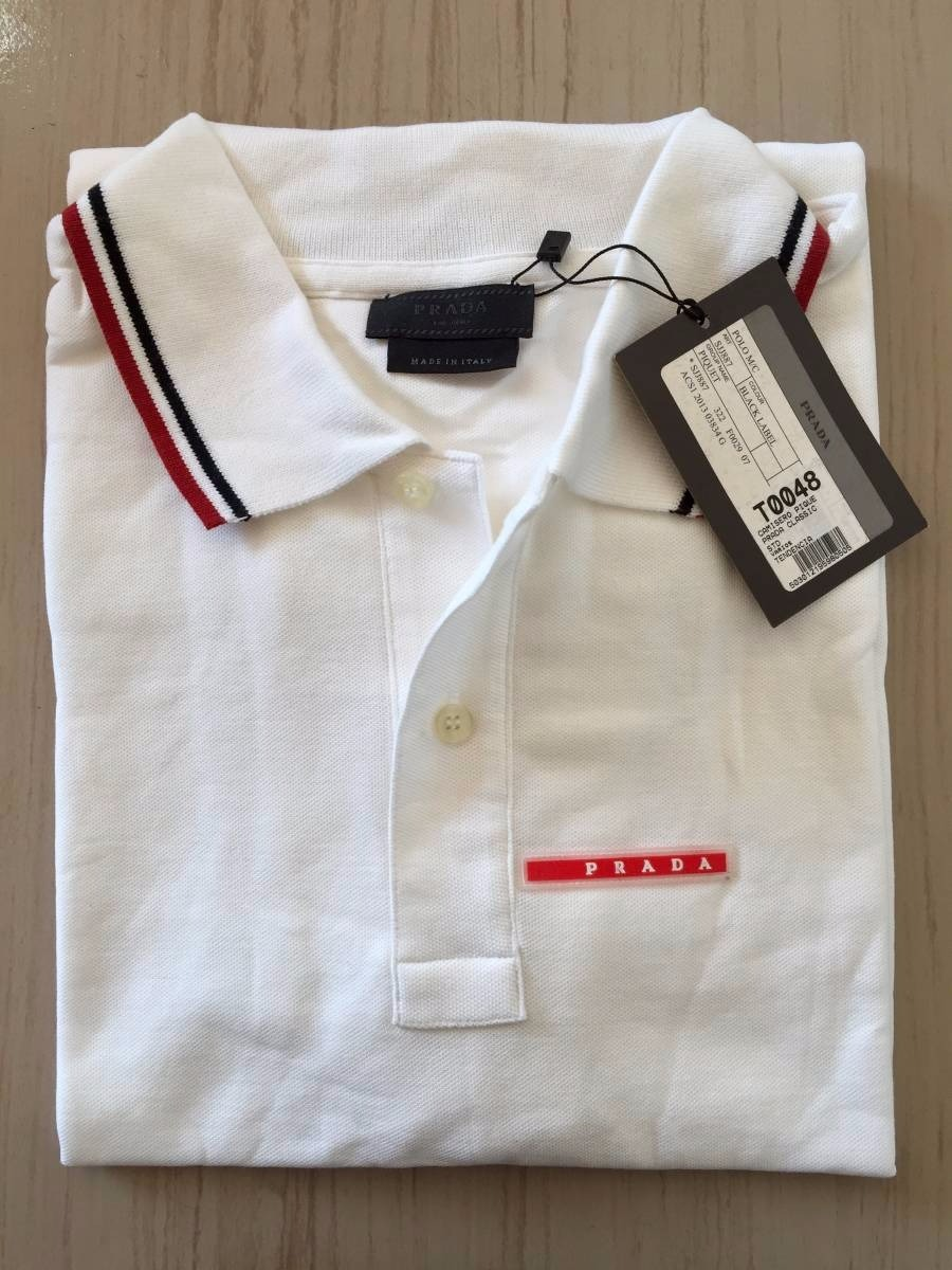 8308551c08 Marca Prada Modelo Slim Fit Desenho do tecido Logo Prada Gênero Masculino .  64fc2e13da8 Camisa Polo ...