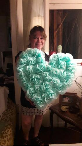pompones papel seda , letras y corazones mira que lindos!!