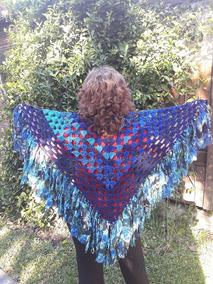 fee581b30 Poncho Chal Pico Tejido A Mano Al Crochet Con Flecos