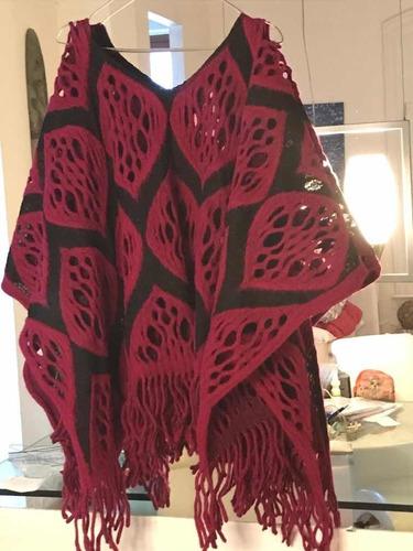 ponchó de lana tejido en telar rosa y negro