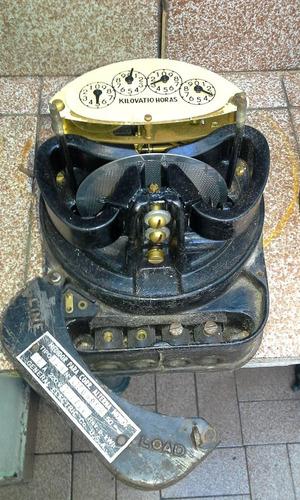 popei.- medidor de luz antiguo