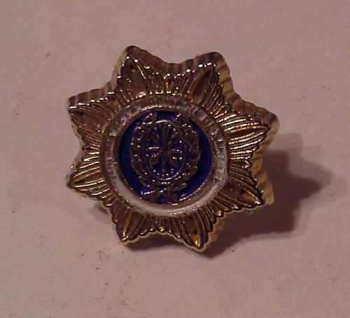 popei.- pin policia de santa fe