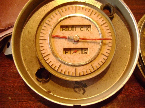 popei.- reloj horario de auto antiguo bruick