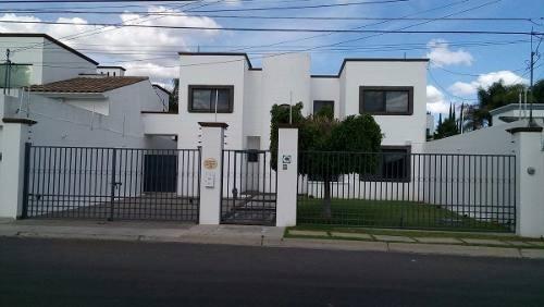 por villas del mesón juriquilla 5 recámaras 4.5 baños jardín