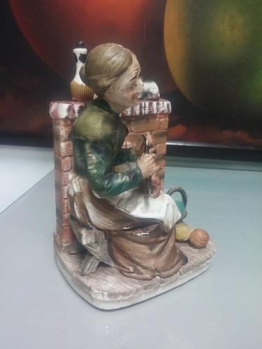 porcelana antigua japan norleans tema viejita cosiendo
