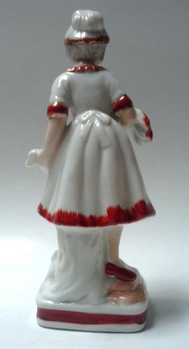 porcelana blanca y rojo joven campesina