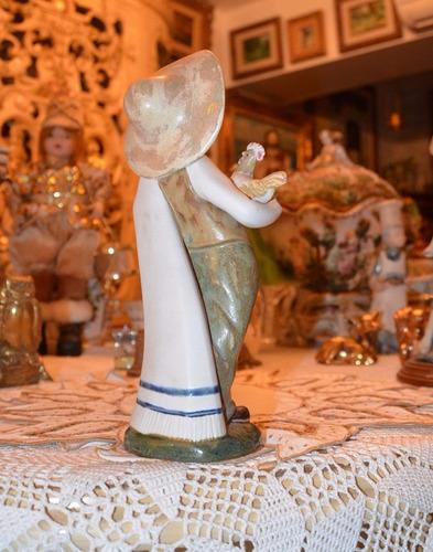 porcelana española rex figura de mexicano con gallina.