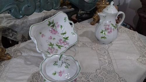 porcelana italiana., pintada a mano.