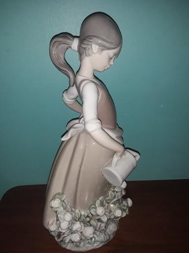 porcelana lladro  dama con flores