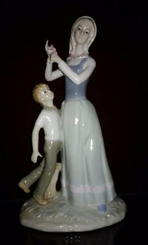 porcelana valenciana  madre y niño   24,5 cmtrs
