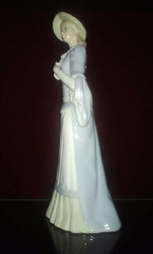 porcelana zaphir spain  dama antañona    30 cmtrs