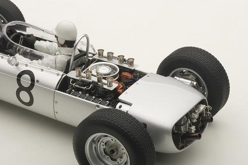 porsche 804 fórmula 1 1962 with driver figurine