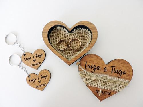 porta-alianças de textura de madeira - com par de chaveiros
