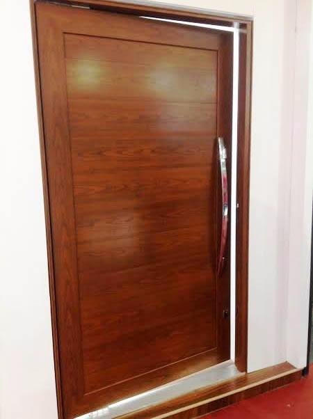 Porta Alum Nio Cor Madeira 210 X 90 Cm Pivotante C