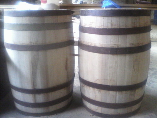 porta botellas licorera de pared en madera barrica o barril