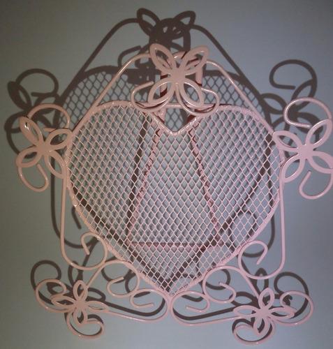 porta brincos, cor rosa e formato de coração