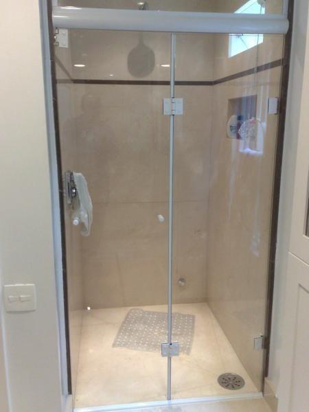 Porta Camarão Em Vidro Temperado 8 Mm Completo E Instalado  R$ 780,00 em Mer -> Banheiro Pequeno Com Porta Sanfonada