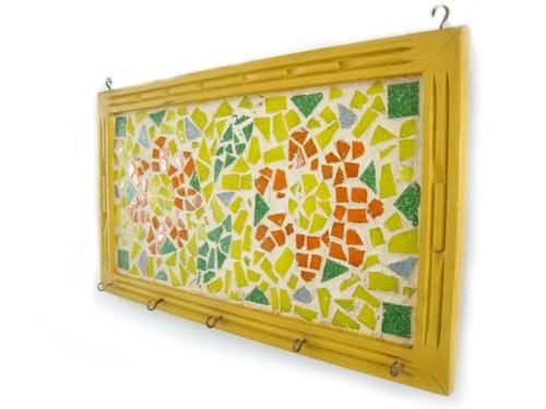 porta chaves moldura em madeira e mosaico de vidros