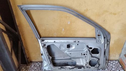 porta clio 98 4p prata dianteira esquerda c/ amassados