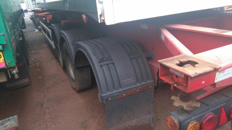 porta container 40 pes 4 pinos 03 eixos rodofort ano 2011