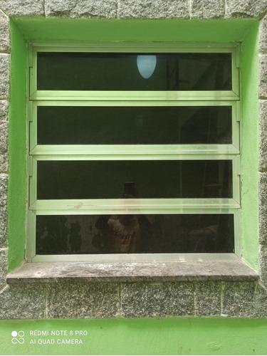 porta, janela e basculante de alumínio.
