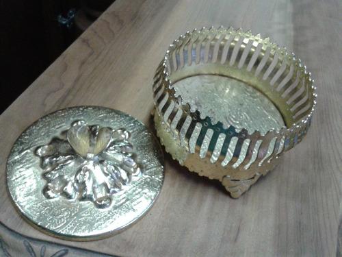 porta joias antigo em metal dourado (only  wood)
