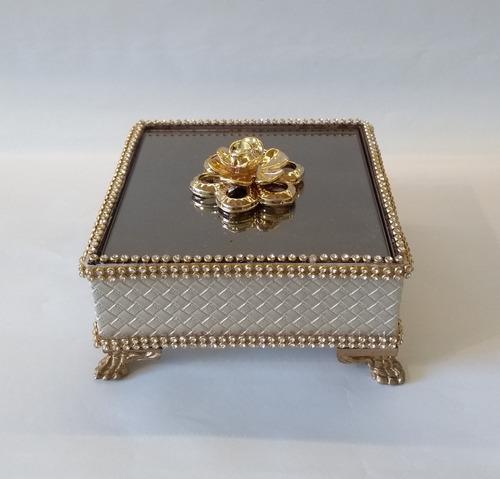porta jóias de cabeceira com detalhes de strass
