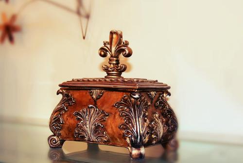 porta joias em resina - flor de liz - mazzotti