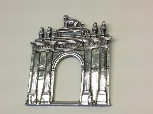porta llaves , arco de la calzada  de leon gto. en pewter