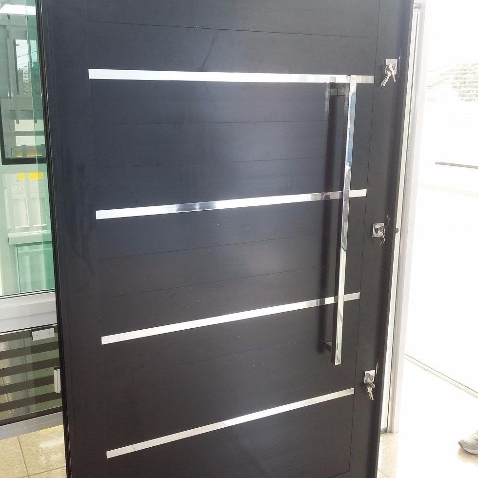 Porta Pivotante Alum Nio Frisos Polido 900x2100 Cor Preto