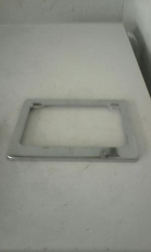 porta placa de metal cromado