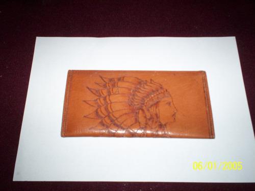 porta tarjeta repujado hecha a mano