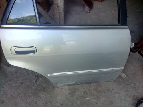 porta traseira direita corolla 99 a 2001 sem acessórios
