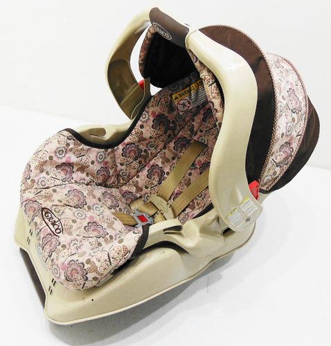 portabebe de bebe graco con base para vehículo