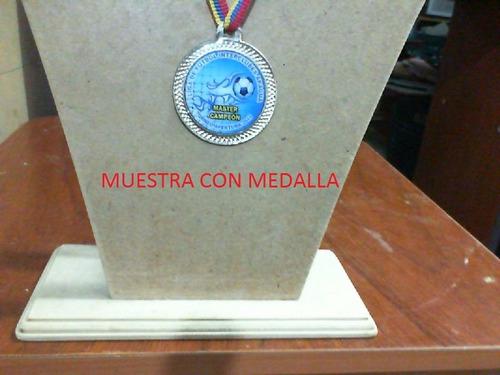 portacollares, exhibidor, mostrario, de cadenas,medallas