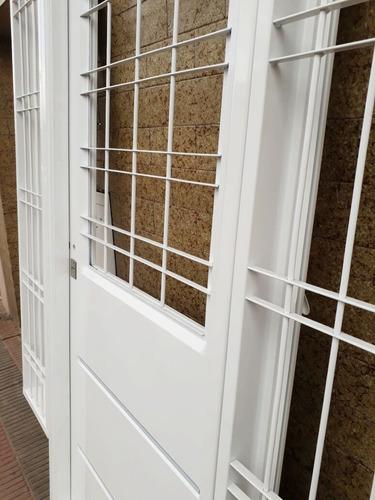 portada inyectada 1/2 vidrio y 2 rajas laterales de abrir