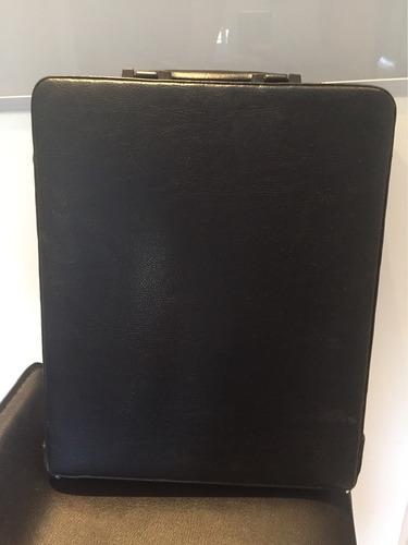 portafolio de cuero negro usado