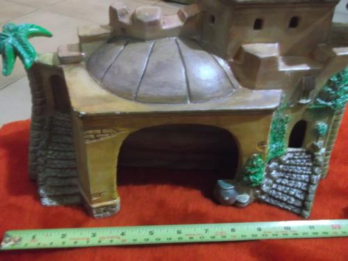 portal de belen con plato nacimiento pesebre
