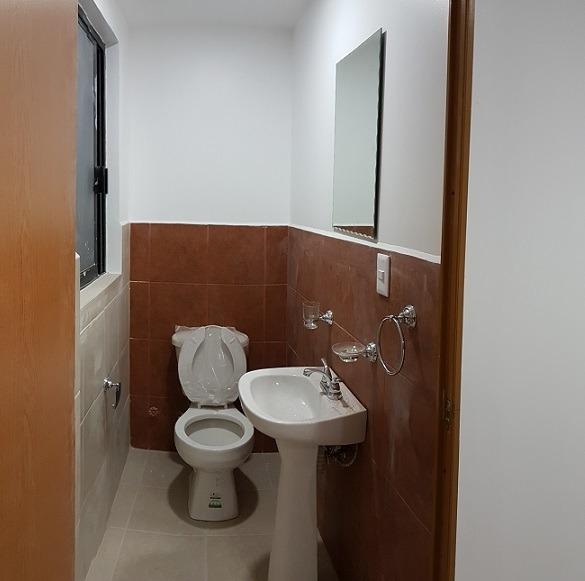 portales norte,bonita oficina 65 m2 , 2 baños y 2 balcones