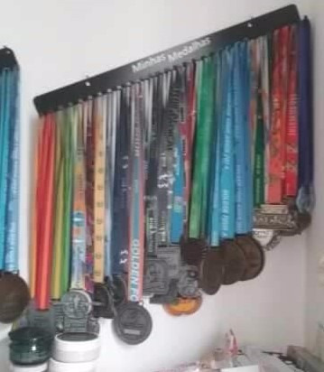portamedalhas 60 medalhas preto em aço 30 ganchos pmad30p