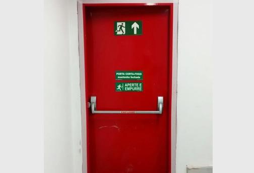 Entre as soluções de proteção passiva contra incêndio, destacam-se as portas e paredes corta-fogo, shafts elétricos e hidráulicos, entre outros itens.