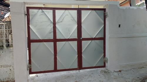 portão de garagem 2x240 de abrir com social. no canto