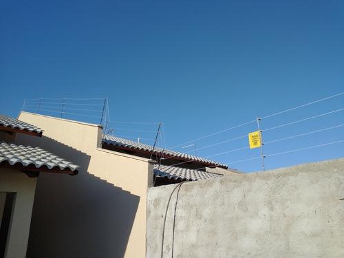 portão eletrônico, câmeras de segurança, cerca elétrica