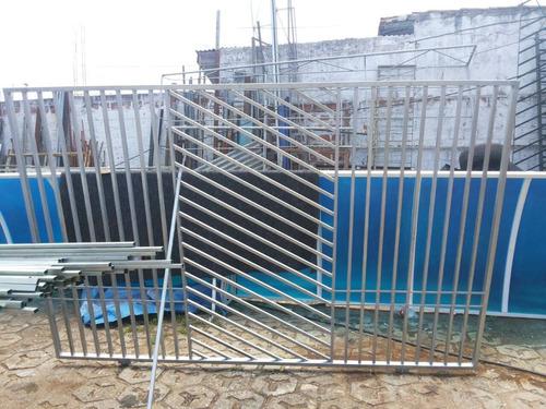 portão novo sem uso, em material galvanizado!