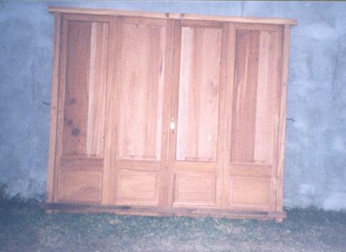 portón de cuatro hojas,,, madera antigua!