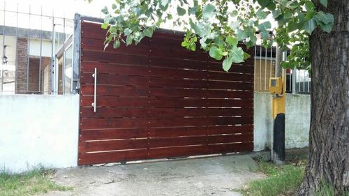 portones corredizos en hierro y madera